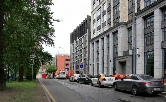 В центре «Оливковый дом», справа «Суббота» / АМ «ГРАН» (Мастерская Павла Андреева)