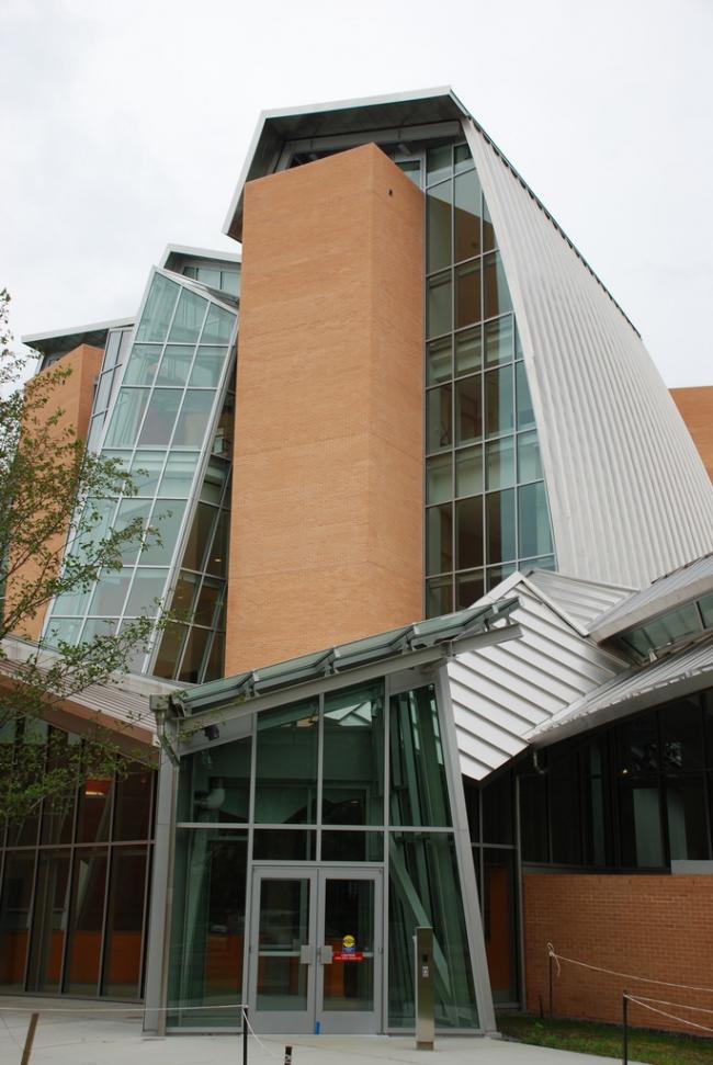 Научная библиотека Питера Б. Льюиса Принстонского Университета. Фото: Peter Dutton via Wikimedia Commons. ЛицензияCC BY 2.0