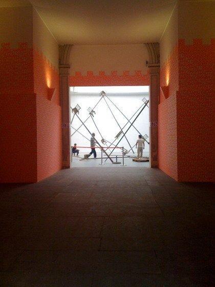 Инсталляция Ай Вэйвэя и «Херцог & де Мерон» в Павильоне Италии