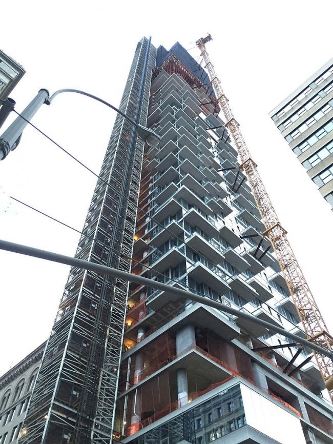 56 Леонард Стрит.  В процессе строительства. Фото: Justin A. Wilcox via Wikimedia Commons. Лицензия CC-BY-SA-4.0