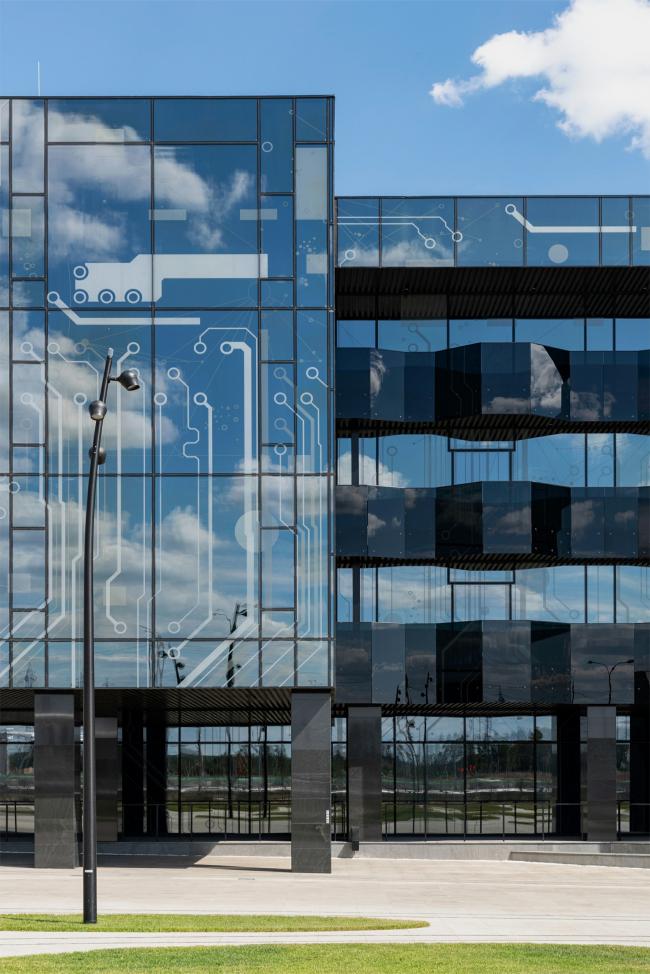 Фрагмент главного фасада. Научно-технический центр ПАО «Татнефть»