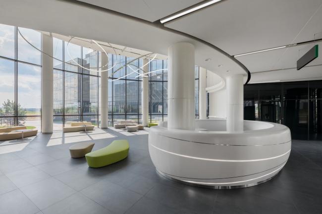 Вестибюль 1-го этажа. Стойка ресепшн. Научно-технический центр ПАО «Татнефть»