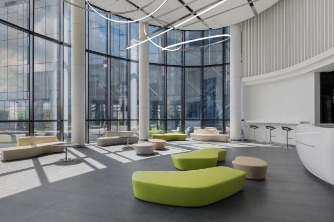 Вестибюль 1-го этажа. Двусветное пространство. Научно-технический центр ПАО «Татнефть»