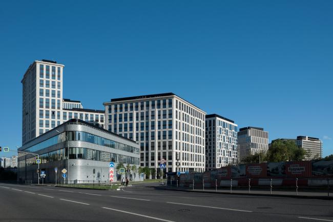 Многофункциональный комплекс «ВТБ Арена Парк». На первом плане слева – офис управляющей компании авторства СПИЧ, генпроектировщика комплекса