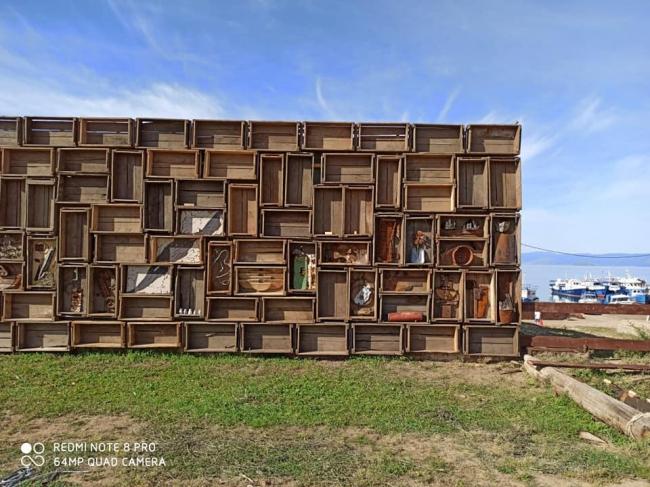 Стена-Музей на острове Ольхон (Ящики Памяти). Архитектор Владимир Кузьмин