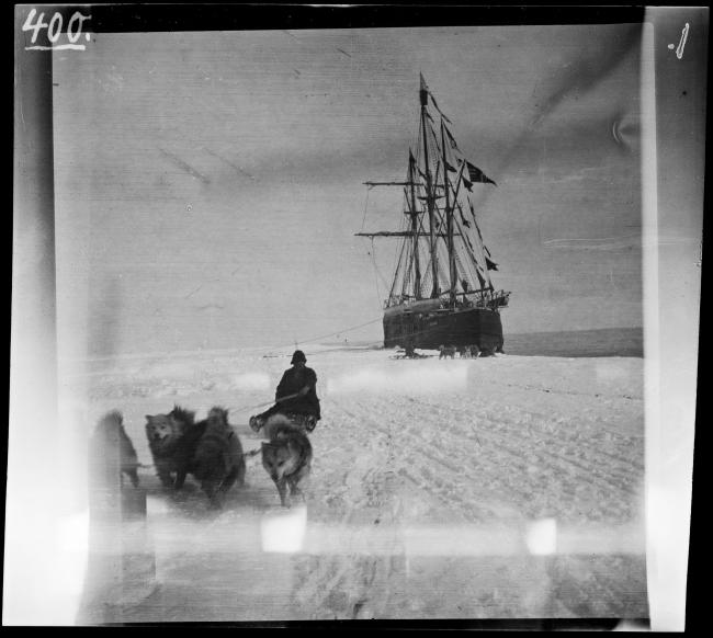 «Фрам» в Китовой бухте в Антарктике в 1911. Экспедиция Руаля Амундсена.