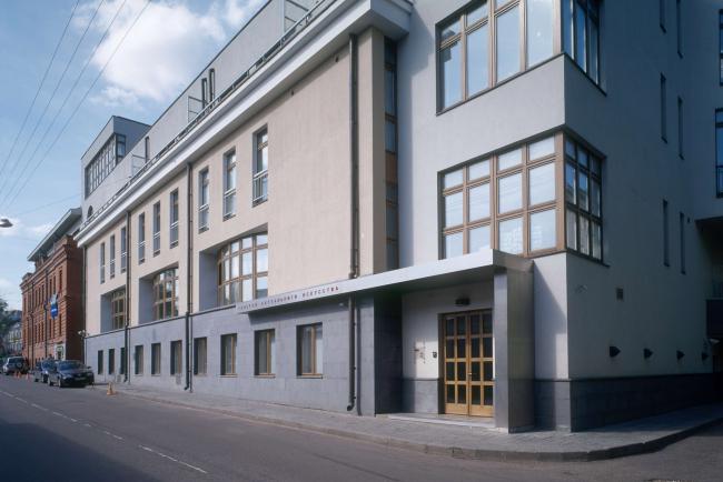 Галерея RuArts. Фасад здания, в котором расположена галерея