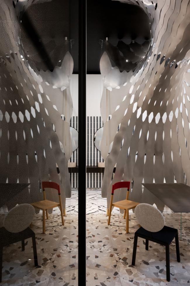 Второй зал. Шоурум Crane Design