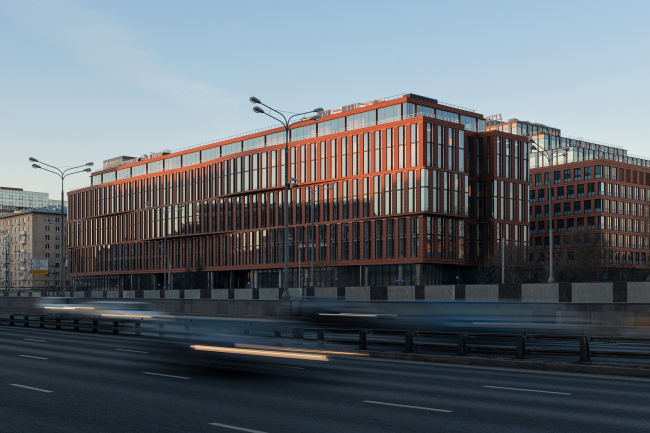 Alcon II business center on leningrad Avenue /  ADM architects