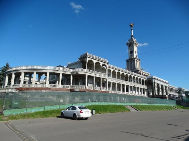 Северный речной вокзал, 1932–1937 годы, архитектор А.М. Рухлядев (Ленинградское шоссе, дом 51)
