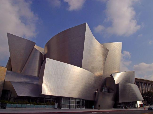 Фрэнк Гери. Концертный зал Уолта Диснея в Лос-Анджелесе. 2003
