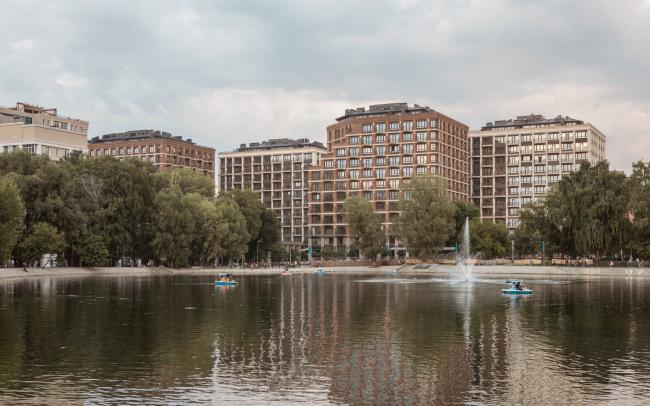 Вид на комплекс с озера Солдатское. Жилой комплекс «Аристократ»