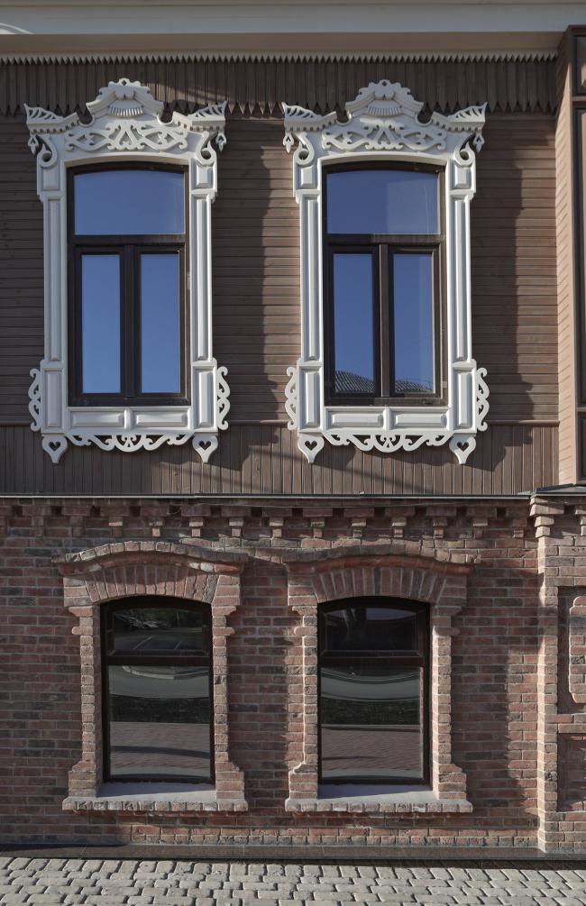 Детали фасада дома Князевых. Первый этаж воссоздан из существующего материала, второй возведен заново с нуля, т.к. был полностью разрушен. Жилой комплекс «Аристократ»