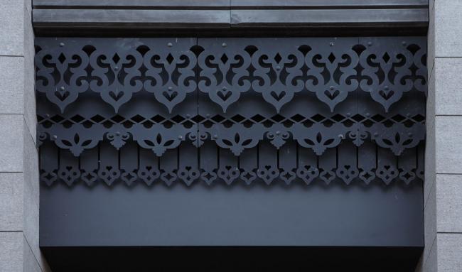 Новое прочтение декоративных мотивов исторической застройки. Резьба по металлу. Жилой комплекс «Аристократ»