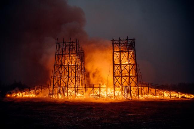 Арт-инсталляция «Сжигая мосты» для Никола-Ленивца