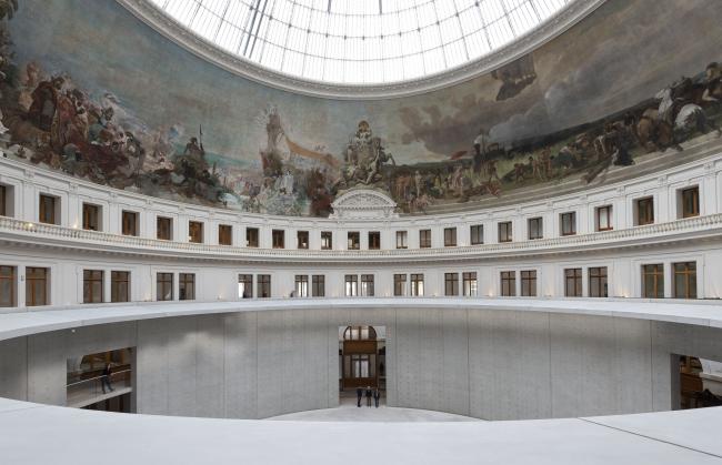 Музей Collection Pinault в здании Товарной биржи в Париже