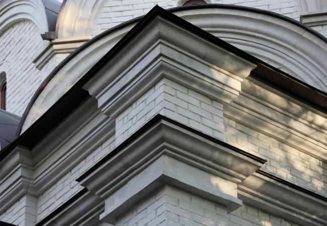Храм Усекновения главы Иоанна Предтечи у стен Новодевичьего монастыря