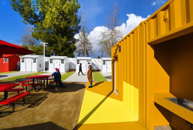 Проект деревни с временным жильем для бездомных, расположенной в Лос-Анджелесе (The Chandler Boulevard Village Bridge Home)