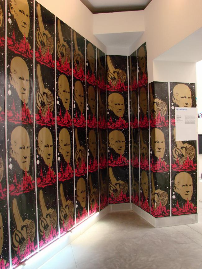 Выставка Бориса Бернаскони в павильоне Италии направлена против «Апельсина» Фостера. Много апельсинов, много Фостера. Лаконично, экономично, политично...