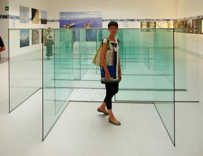 В павильоне Италии (экспозиция «экспериментальная архитектура»). Выставка IaN+ «Архитектура как экологическая система» представляет из себя стеклянный лабиринт