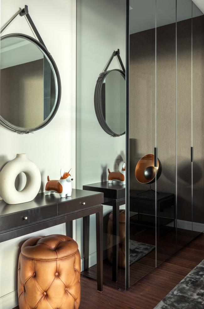 Пресня Сити 50. Ковер Dome Deco, кровать Felis, шкаф с зеркальными дверцами Union