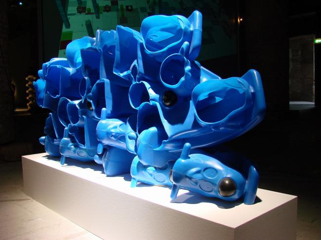 Кордери. Проект Грега Линна, получивший «Золотого льва» за участие в кураторской экспозиции. Прототипы мебели из «переработанных игрушек»