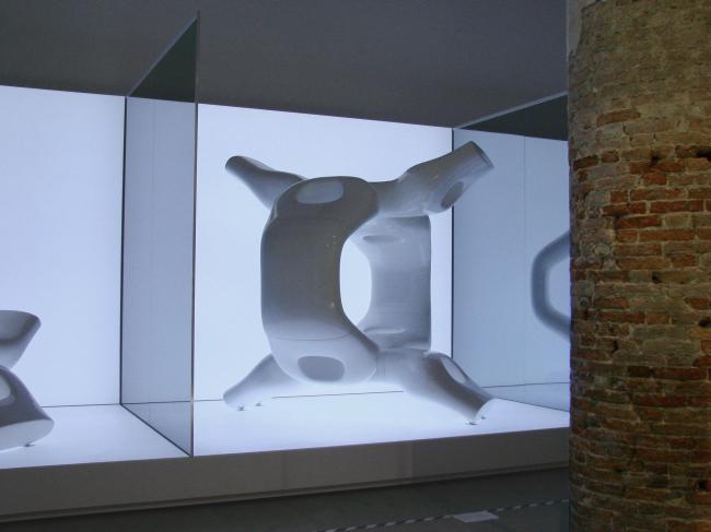 Одна из первых по порядку инсталляция Кордери - от Ассимптоты