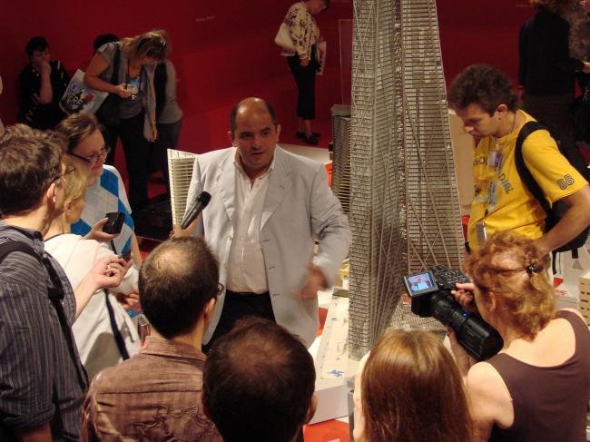 Куратор российского павильона Григорий Ревзин дает интервью журналистам в день открытия павильона России