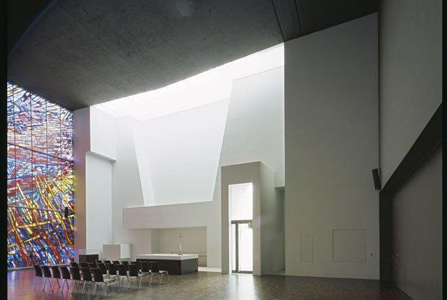 Церковь Дорнбушкирхе во Франкфурте-на-Майне мастерской Meixner Schlueter Wendt Architekten