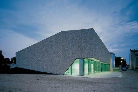 Cпортзал в Бале бюро 3LHD Architects