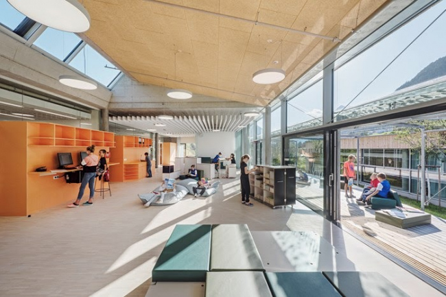 Интерьер кампуса школы Нойштифт (фото Герты Хурнаус)