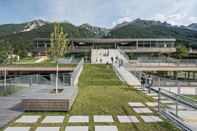 Экстерьер кампуса школы Нойштифт (фото Герты Хурнаус)