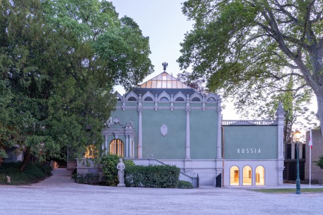 Фасад со стороны аллеи Джардини. Реконструкция павильона России на биеннале в Венеции, 2020-2021 / реализация / 05.2021