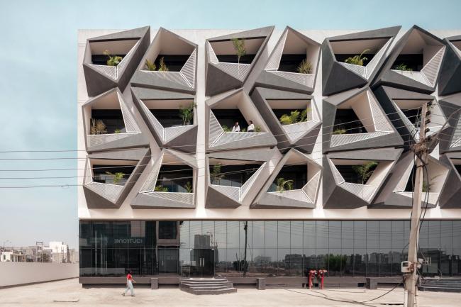 Офисное здание Never Never Cube