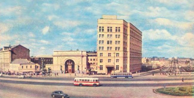 Реконструкция здания гостиницы «Варшава». Вестибюль станции Калужская и здание гостиницы Варшава 1960 г.