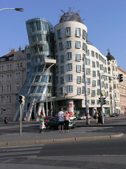 Фрэнк Гери - «Фред и Джинджер». Прага