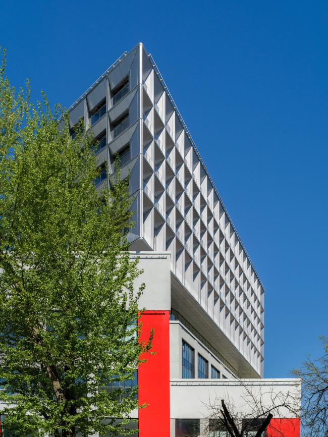 А в сочетании в фасадом 1920-х сразу проявляют себя и оригинальность, и уникальность. Апартаменты Tatlin