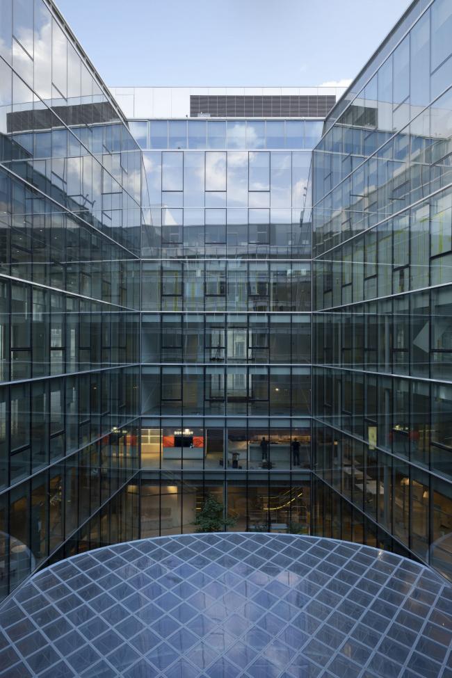 Универмаг La Samaritaine – реконструкция. Атриум Риволи с офисными помещениями вокруг