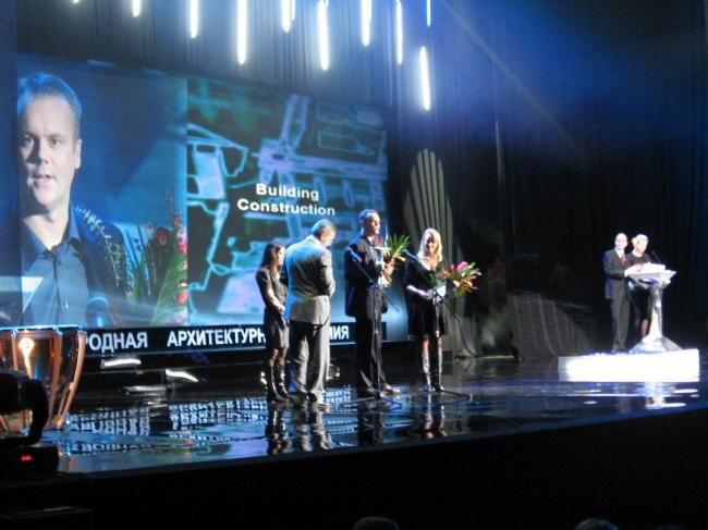Вручение главной награды коллективу из Норвегии.