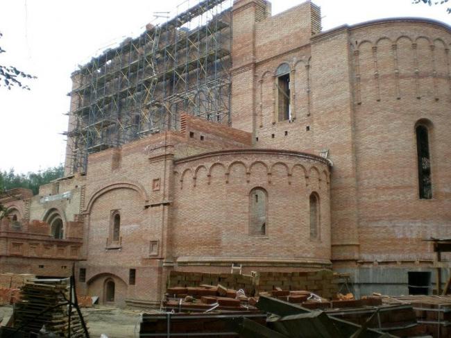 Строительство нового Успенского собора Ярославля, весна 2008 г. Фото И. Смолина