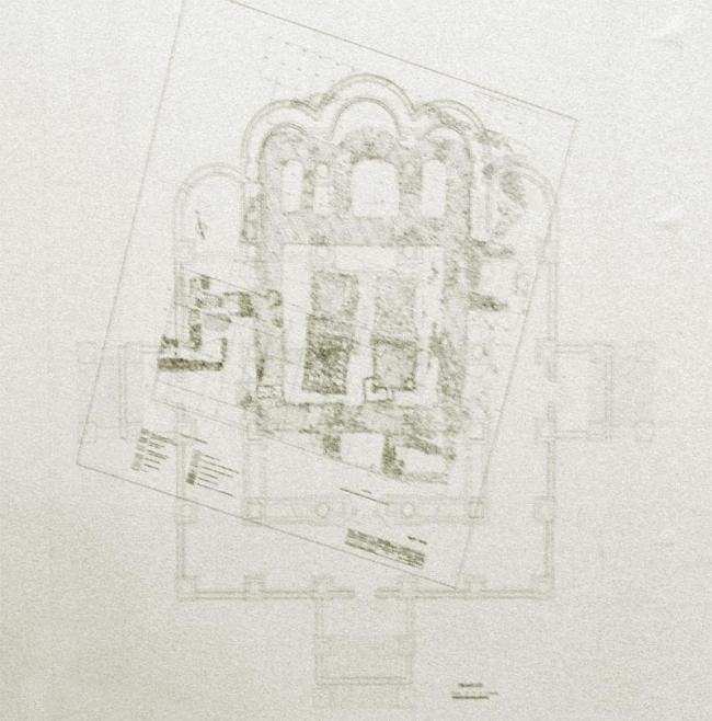 План Успенского собора архитектора Алексея Денисова, наложенный на план раскопанных фундаментов XVII века. Хорошо видно, что новый собор занимает место утраченного исторического и видно, насколько новый собор больше. Из материалов, показанных на заседании