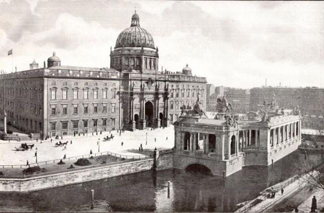 Дворец Штадтшлосс. Фото  1900 г.