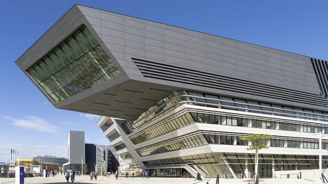 Кампус Венского экономического университета. Заха Хадид. Библиотека и центр знаний (LLC). Фото: Gugerell via Wikimedia Commons. Фото находится в общественном доступе