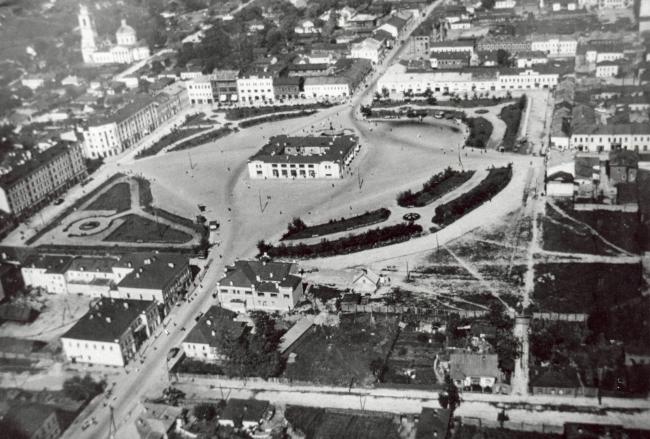 Старая фотография площади