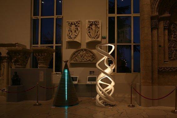 Вид экспозиции в Центре архитектуры и наследия. Справа - работа Захи Хадид