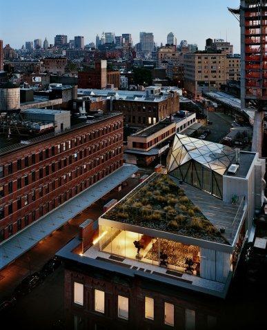 Штаб-квартира дизайнерской империи Diane von Furstenberg (DVF) Вид сверху со стороны 14-й стрит, Манхэттен.