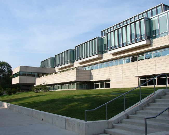 Школа бизнеса Университета Чикаго. Фото: Karla Kaulfuss via Wikimedia Commons. Лицензия CC-BY-2.0