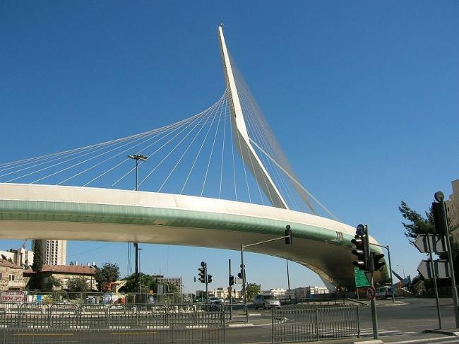 Мост линии легкой железной дороги в Иерусалиме. Фото: Little Savage via Wikimedia Commons. Фото находится в общественном доступе