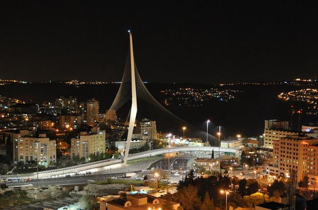 Мост линии легкой железной дороги. Фото: Petdad via Wikimedia Commons. Лицензия CC-BY-SA-3.0