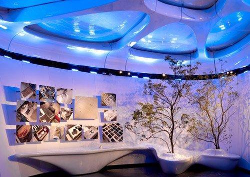 """Йоко Оно, """"Древо желаний"""" под куполом завершающего зала экспозиции павильона Мобильное искусство от """"Шанель"""""""